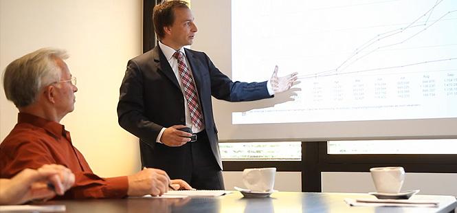 Hamann Steuerberatungsgesellschaft und Treuhand GmbH & Co.KG - Ihr Partner im Steuer- und Finanzmanagement in Wiesbaden